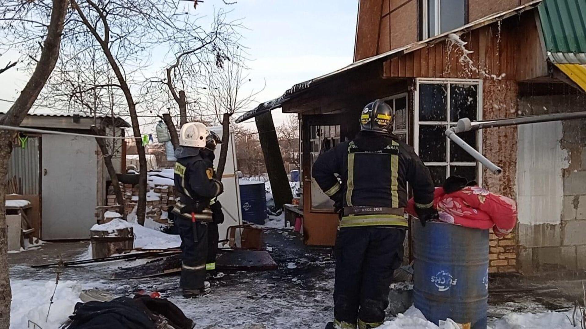 В Балашихе мужчина и ребенок погибли при пожаре в частном доме