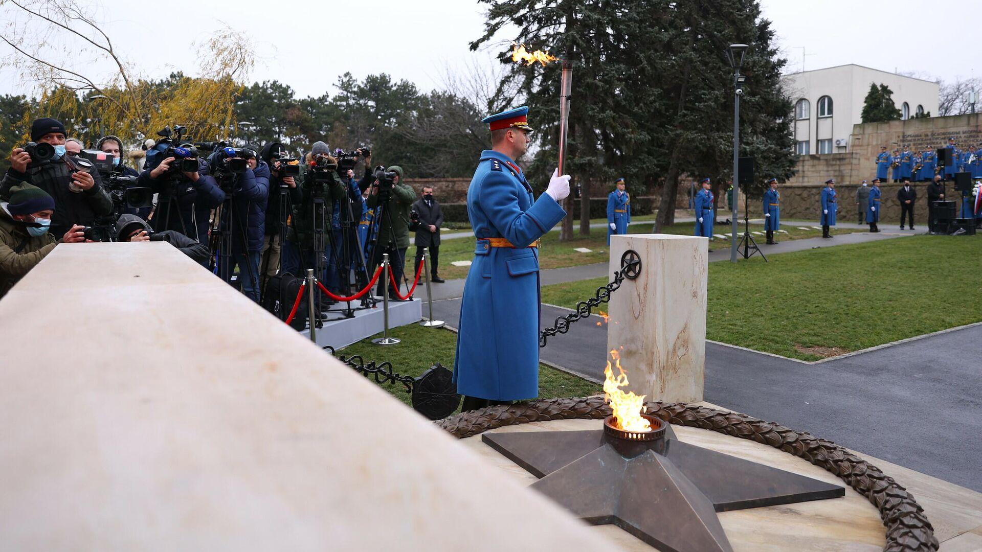 Церемония зажжения Вечного огня на Кладбище освободителей в Белграде, Сербия - РИА Новости, 1920, 31.12.2020