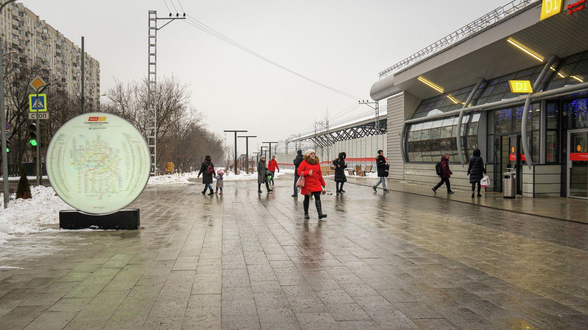 Благоустройство территории возле станций метро и МЦД Славянский бульвар  - РИА Новости, 1920, 24.02.2021