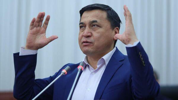Каныбек Иманалиев  Еще: https://ru.sputnik.kg/politics/20201114/1050428351/kyrgyzstan-imanaliev-tsik-vybory.html