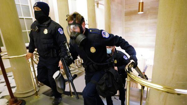 Полицейские в здании конгресса США