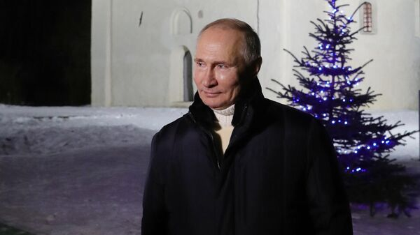 Президент РФ Владимир Путин после посещения Рождественского богослужения в церкви Николы на Липне