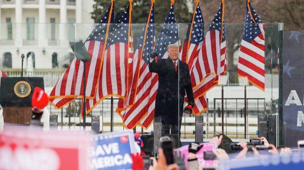 Президент Дональд Трамп выступает на митинге в Вашингтоне