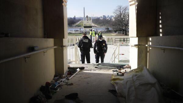 Последствия штурма Капитолия (здания Конгресса США) сторонниками Дональда Трампа на Капитолийском холме в Вашингтоне