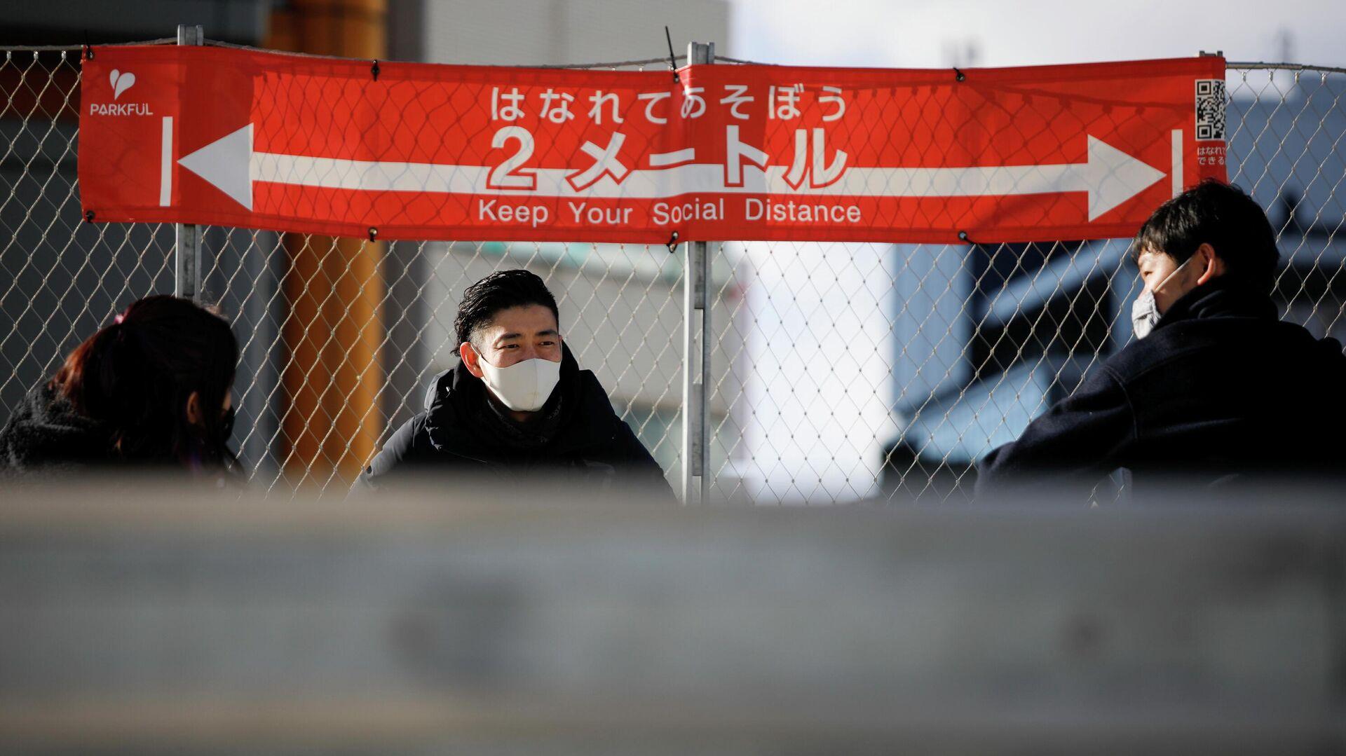 Призыв к социальному дистанцированию в столице Японии после того, как было объявлено чрезвычайное положение - РИА Новости, 1920, 02.02.2021
