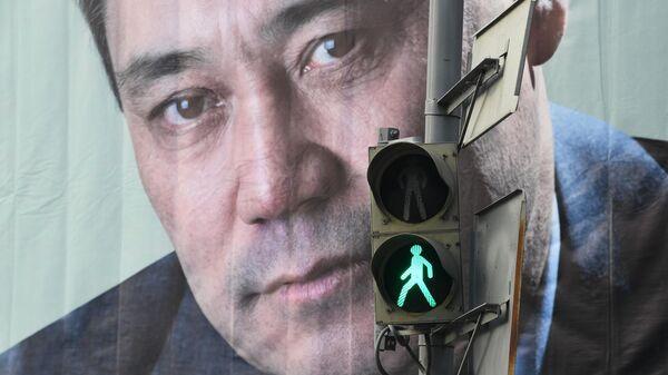 Агитационный билборд кандидата в президенты Кыргызской Республики Садыра Жапарова в Бишкеке