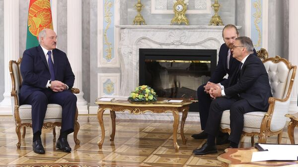 Александр Лукашенко (слева) и Рене Фазель (справа)