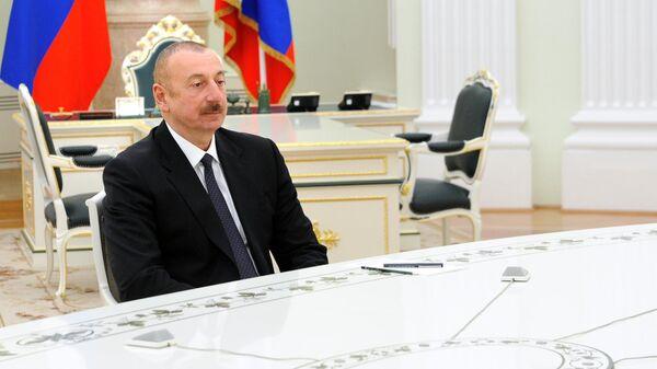 Президент Азербайджана Ильхам Алиев во время трехсторонних переговоров лидеров России, Азербайджана и Армении по поводу ситуации в Нагорном Карабахе
