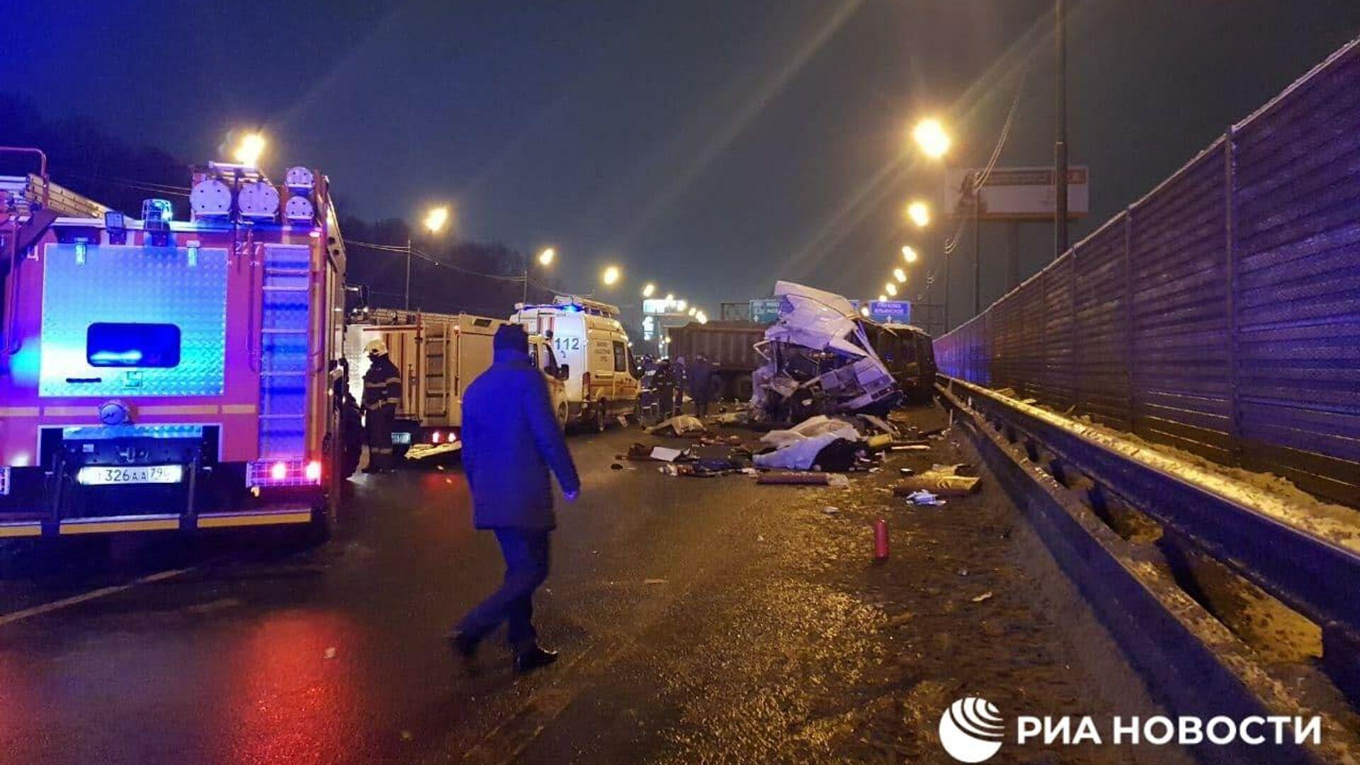После ДТП в Подмосковье госпитализировали 21 человека, сообщил источник