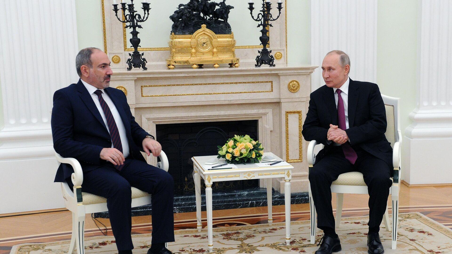 Президент РФ Владимир Путин и премьер-министр Армении Никол Пашинян во время двухсторонней встречи в Кремле - РИА Новости, 1920, 17.02.2021
