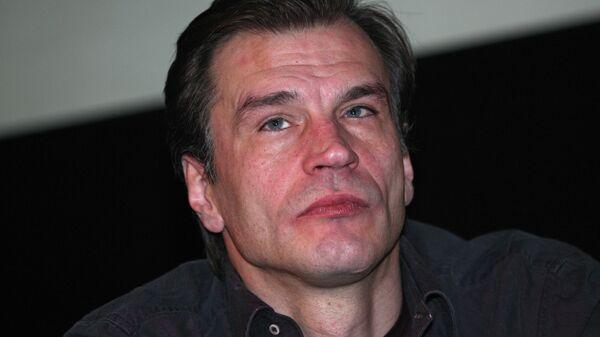 Актер Денис Карасев