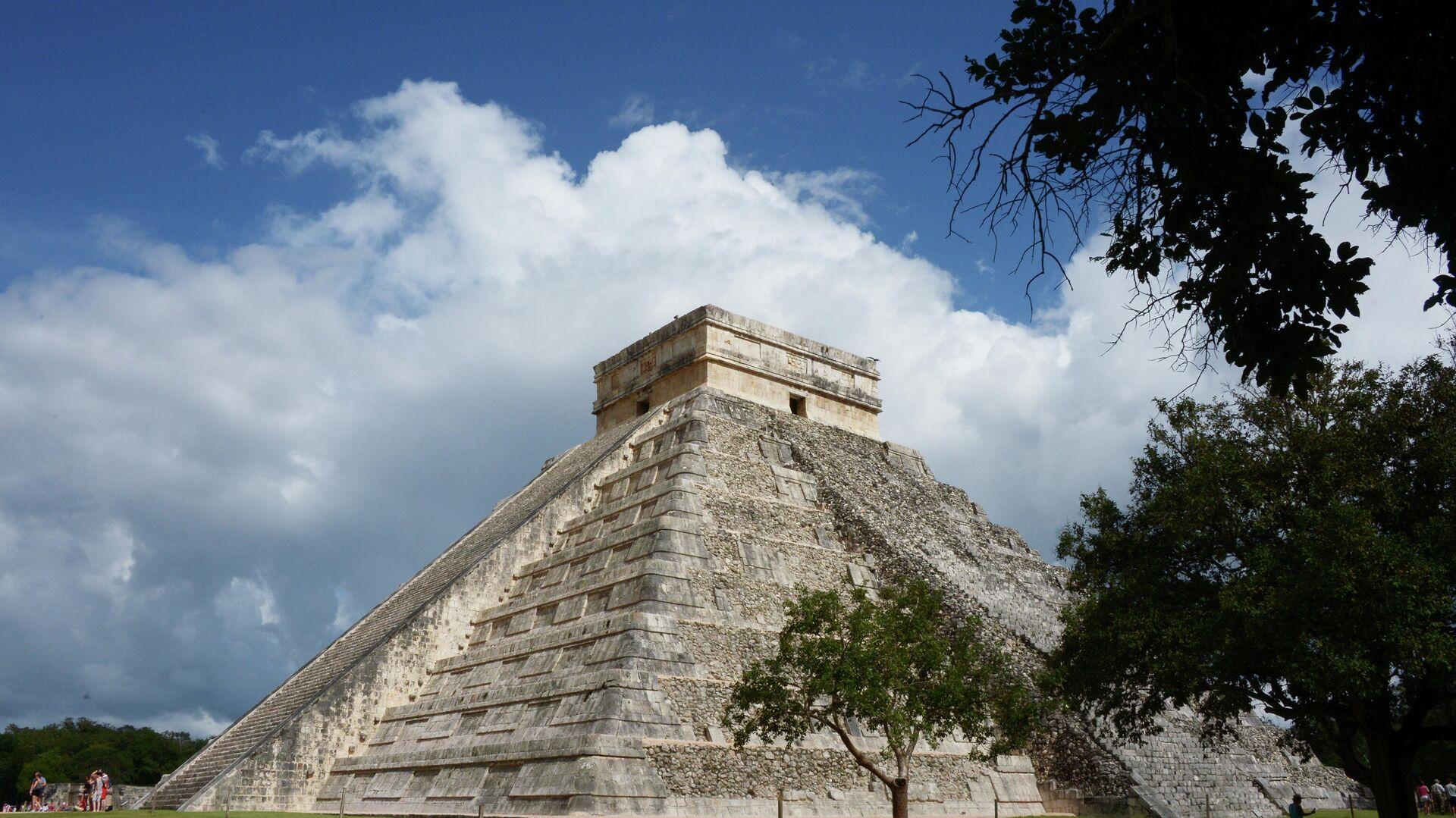 Храм Кукулькана в доколумбовом городе Чичен-Ице цивилизации майя в Мексике - РИА Новости, 1920, 04.05.2021