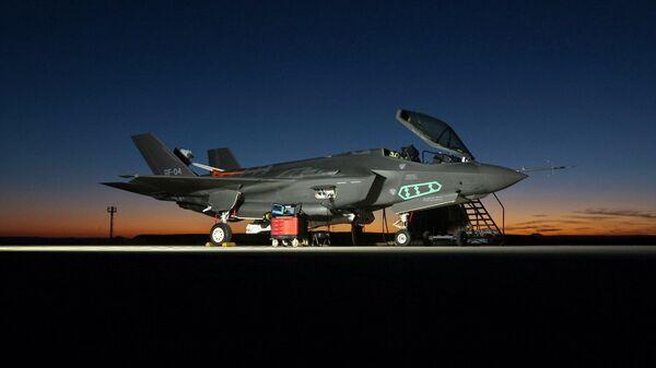 В состоянии дефекта. У F-35 устранили 2 изъяна. Остался 871