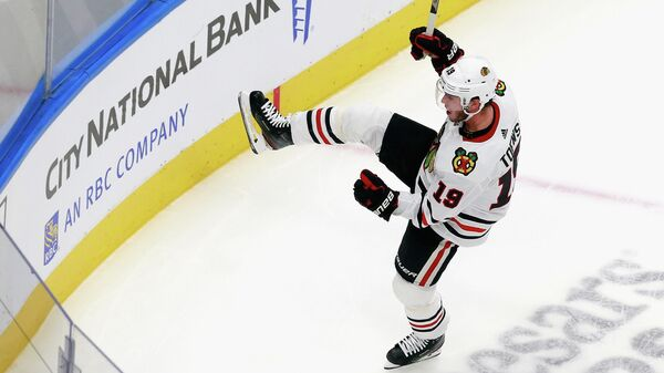 Нападающие клуба НХЛ Чикаго Джонатан Тэйвз