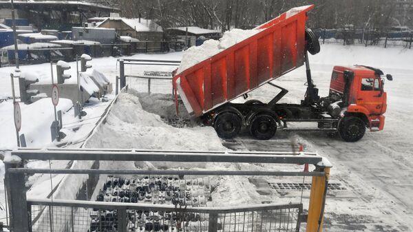 Работа снегоплавильных пунктов в Москве