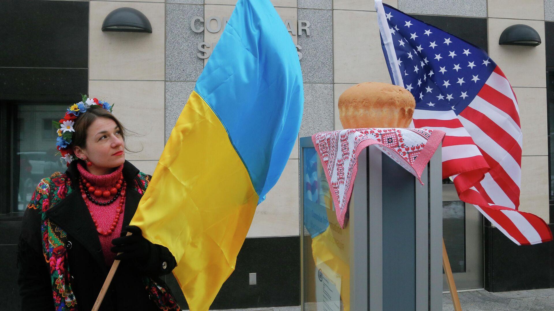 """США разорвали экономику Украины """"в клочья"""", заявили в Совфеде"""