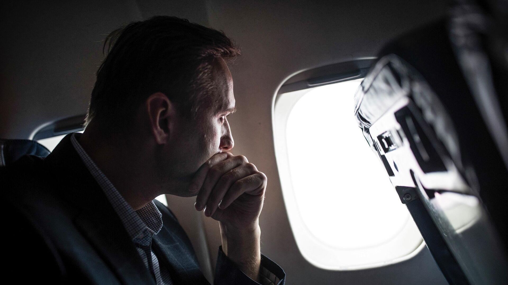 Алексей Навальный в самолете - РИА Новости, 1920, 16.01.2021