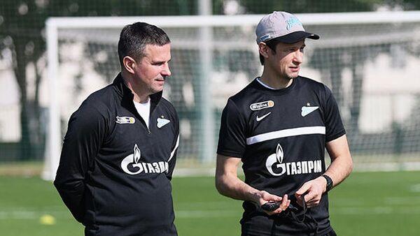 Главный тренер Зенита Сергей Семак (справа) на тренировке