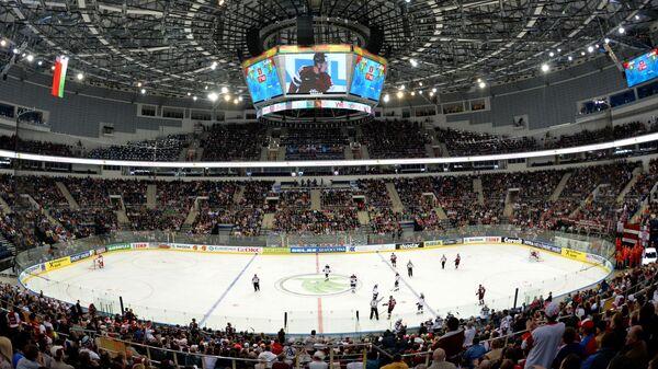 Игроки сборных Латвии и США в матче группового раунда Чемпионата мира по хоккею в Минске
