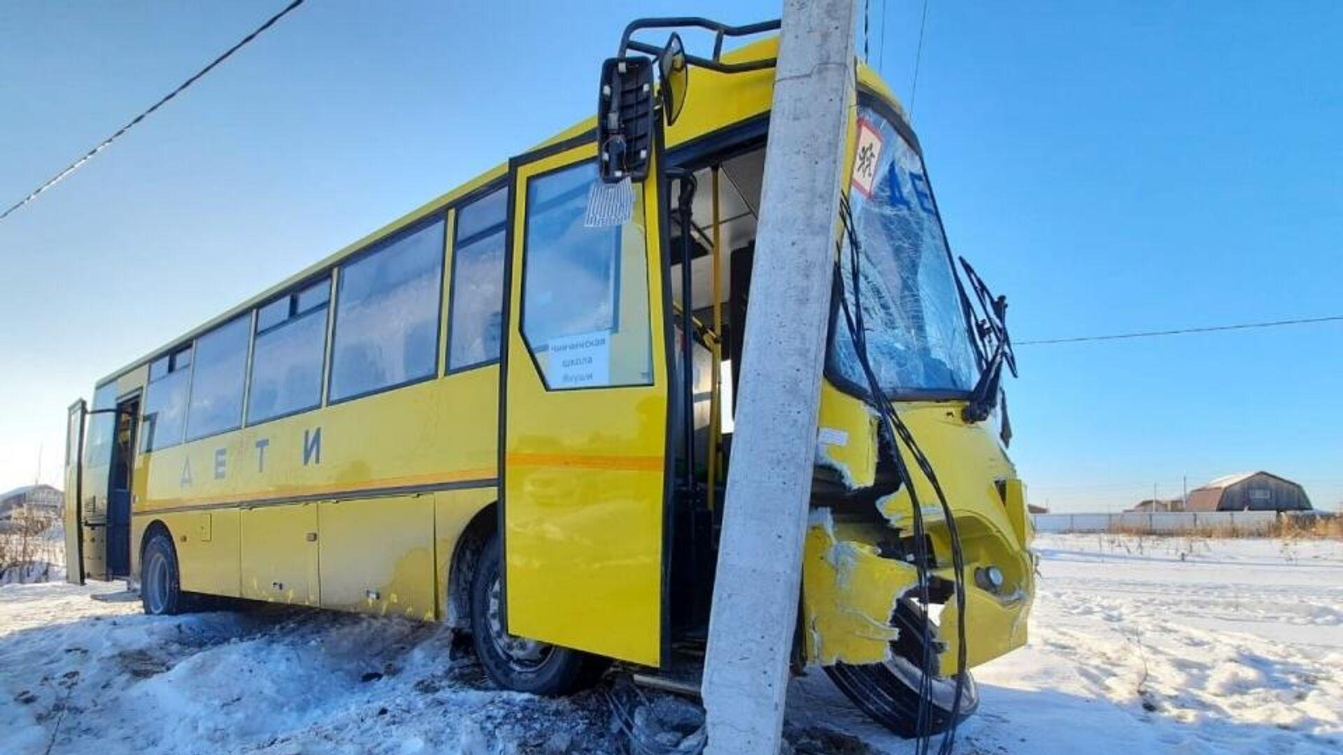 На месте ДТПс участием школьного автобуса в Тюменской области - РИА Новости, 1920, 18.01.2021