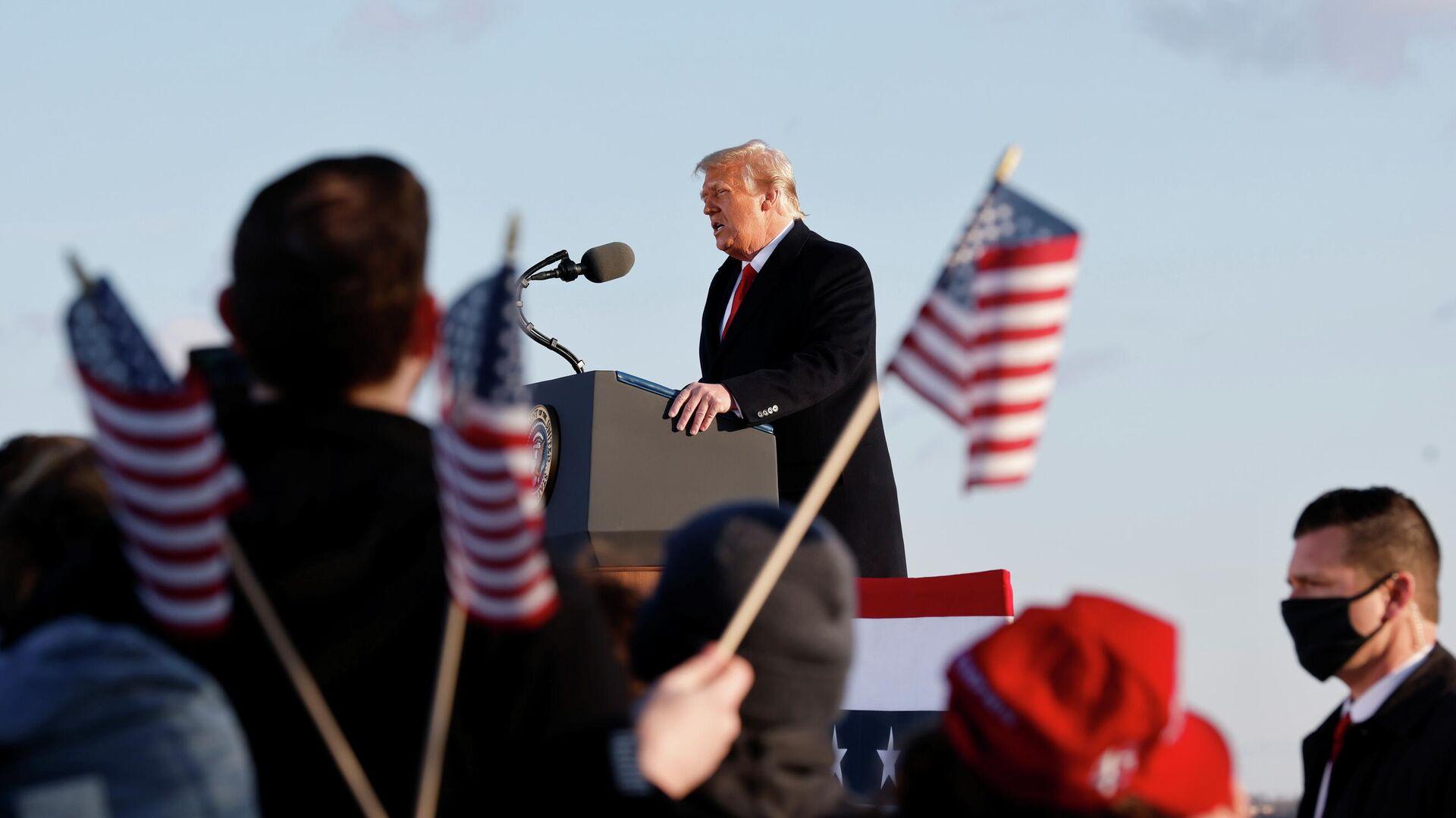 Президент США Дональд Трамп во время выступления на базе Эндрюс, штат Мэриленд - РИА Новости, 1920, 14.02.2021