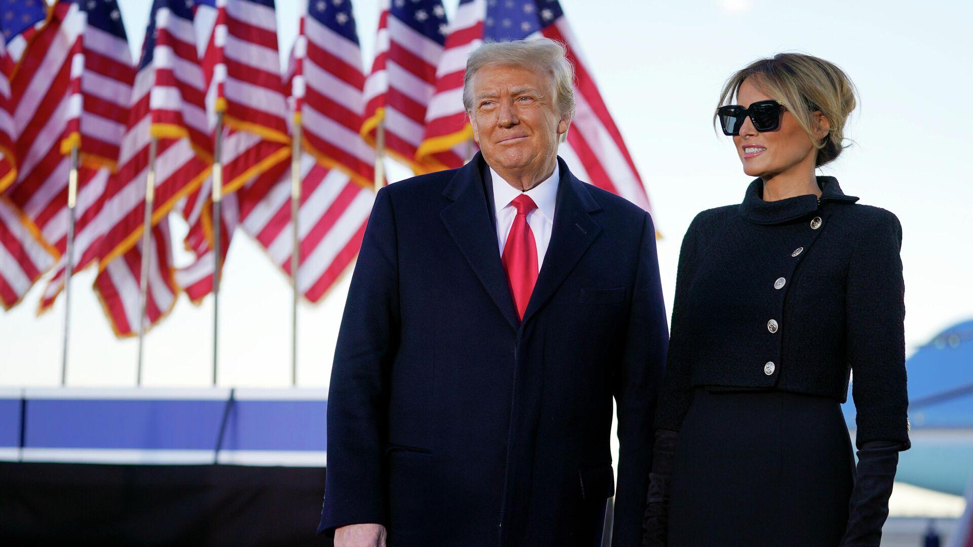 Президент США Дональд Трамп и первая леди Мелания Трамп во время выступления на базе Эндрюс, штат Мэриленд - РИА Новости, 1920, 01.03.2021