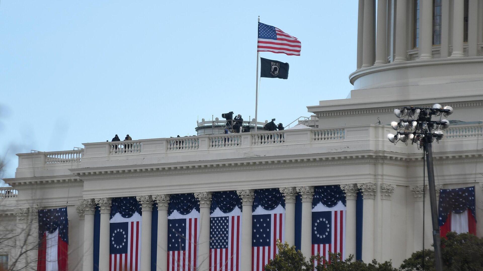 Здание Капитолия в Вашингтоне перед началом инаугурации избранного президента США Джл Байдена - РИА Новости, 1920, 05.03.2021