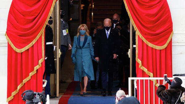 Избранный президент США Джозеф Байден с супругой Джилл во время инаугурации