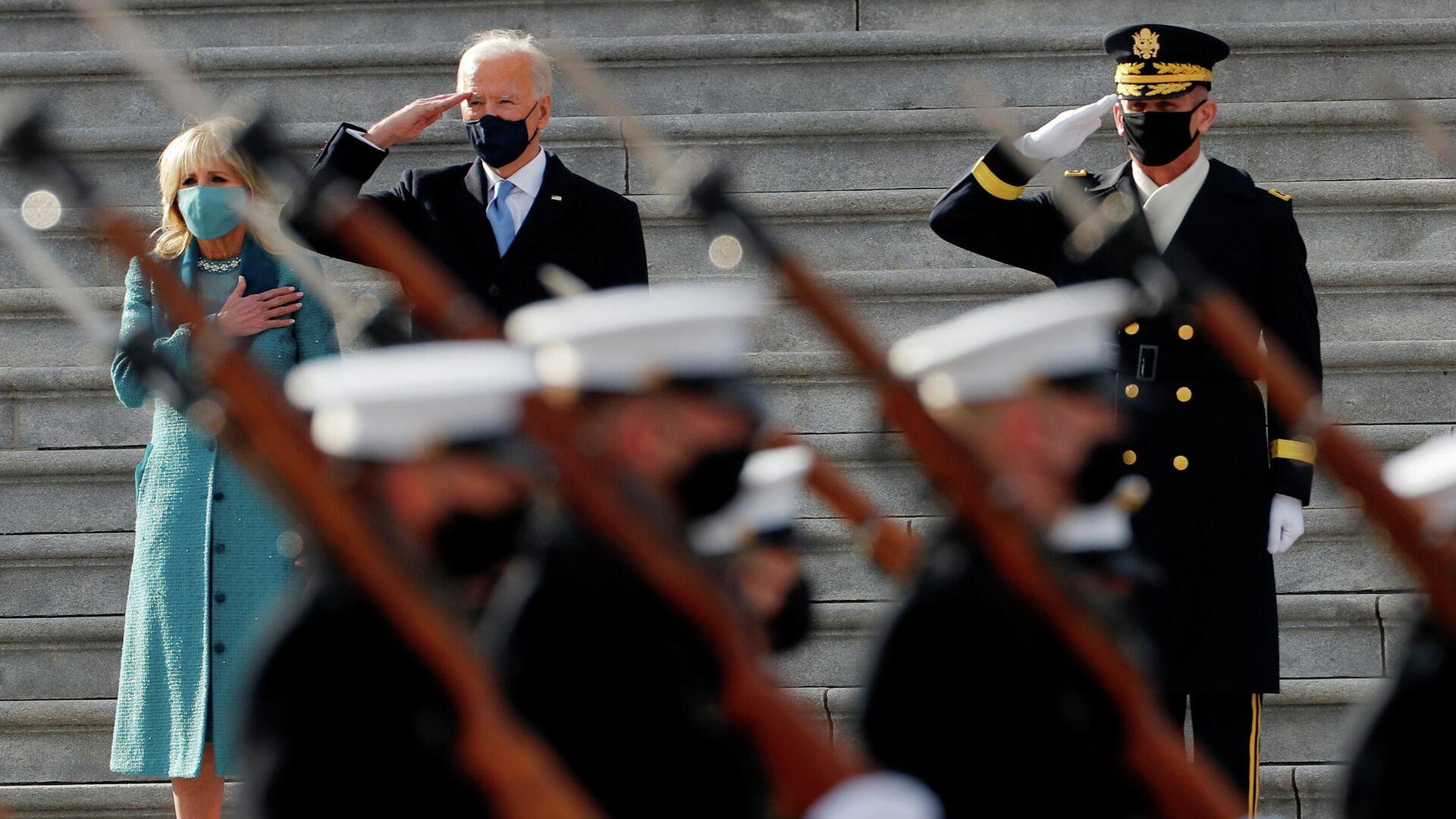 Президент США Джо Байден и первая леди Джилл Байден перед парадом в День инаугурации в Вашингтоне, США - РИА Новости, 1920, 21.01.2021