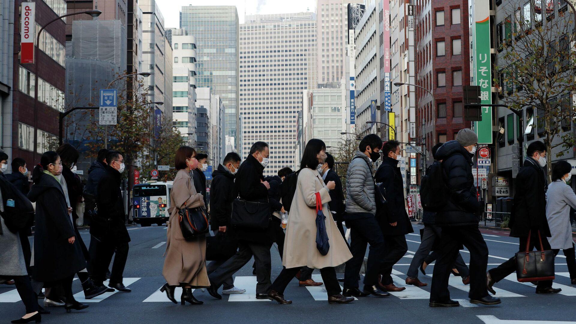 Прохожие на улице в Токио - РИА Новости, 1920, 22.01.2021