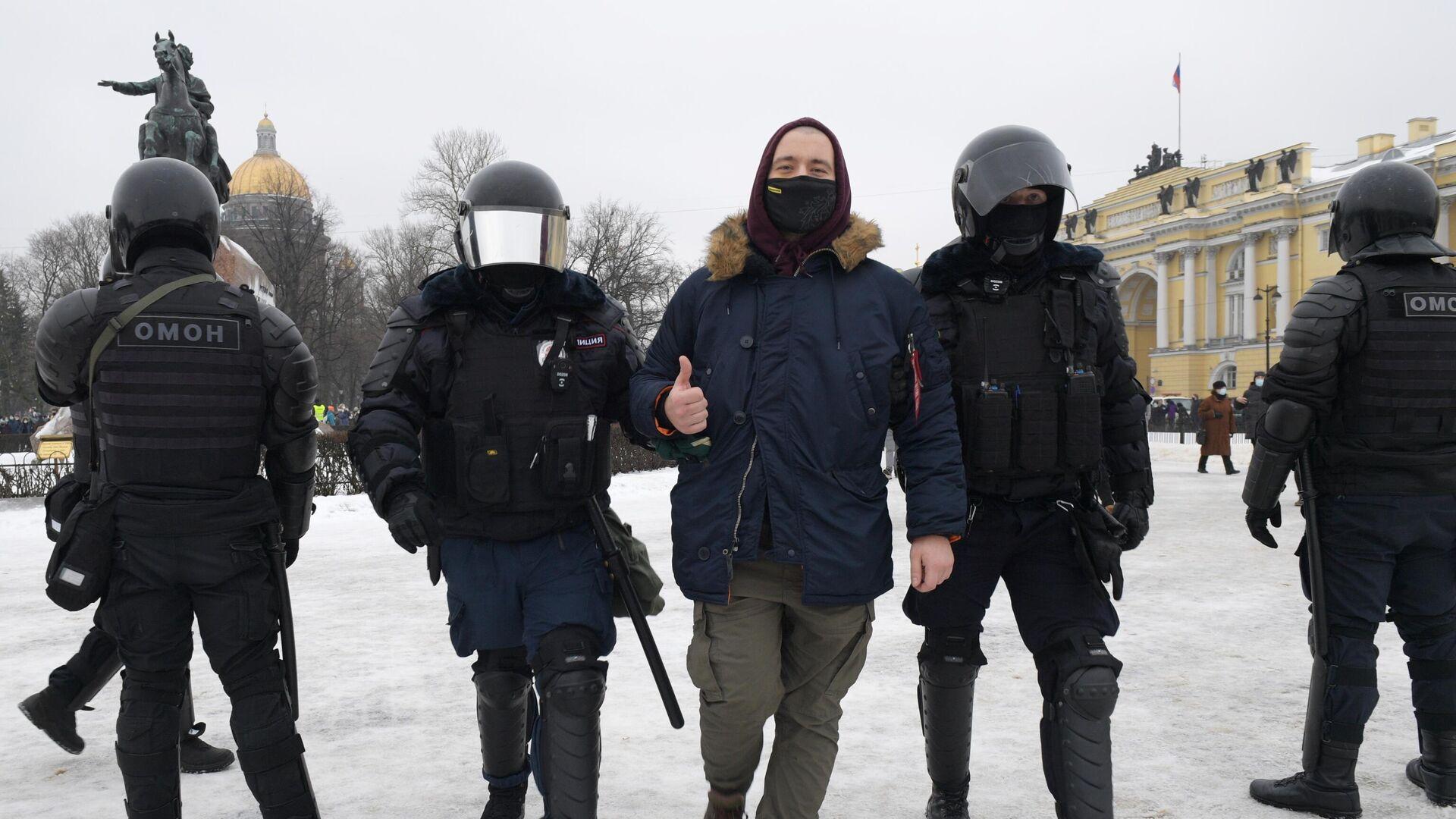 В Петербурге завели дело против мужчины, ударившего двух полицейских
