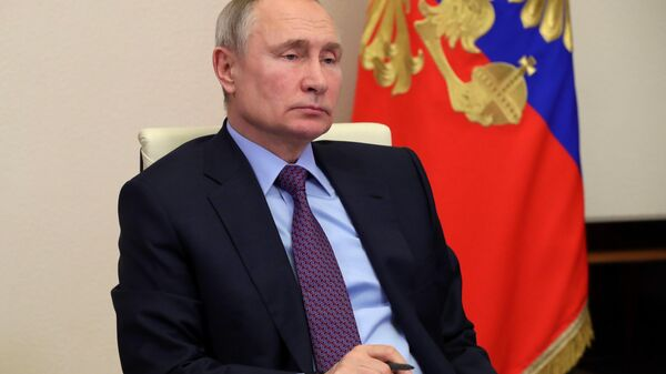 LIVE: Владимир Путин проводит видеоконференцию со студентами