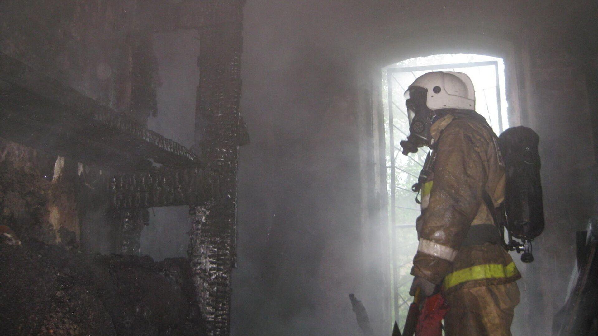 На месте пожара в квартире на Московском шоссе в Санкт-Петербурге - РИА Новости, 1920, 25.01.2021