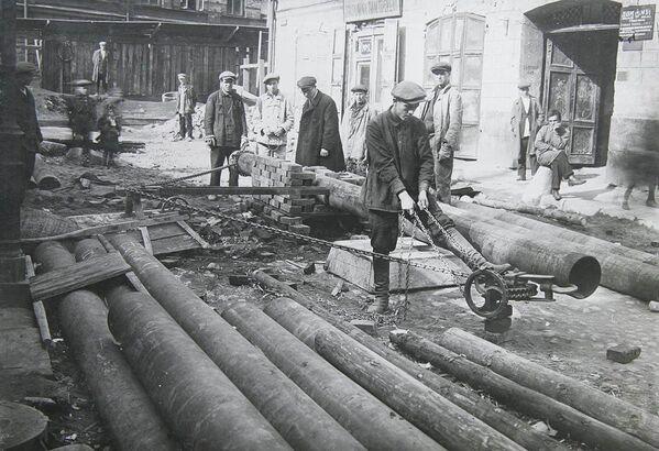Подготовительные работы к монтажу труб в Елецком переулке, 1930 год