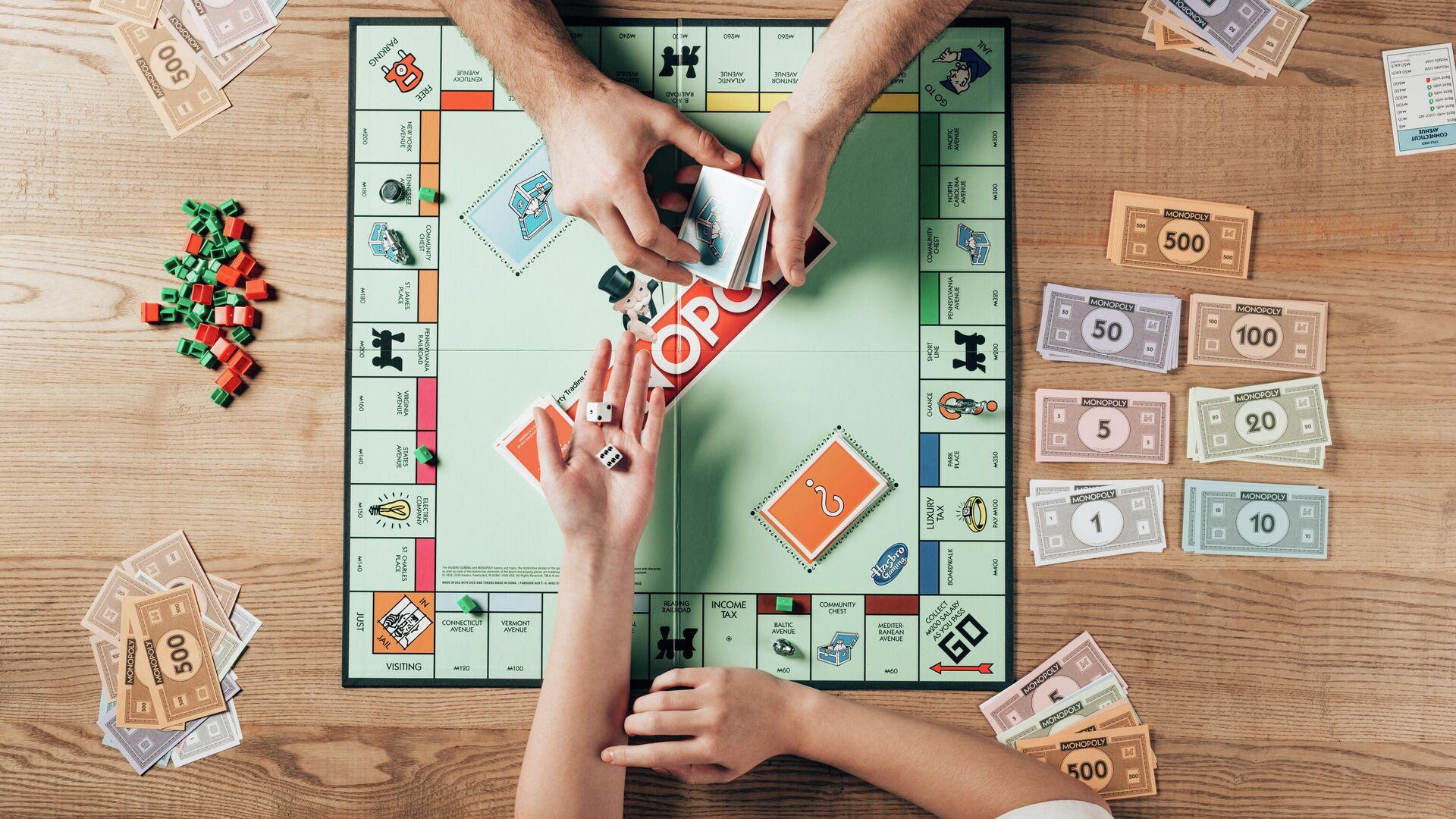 Играют в карты всей семьей псков игровые автоматы
