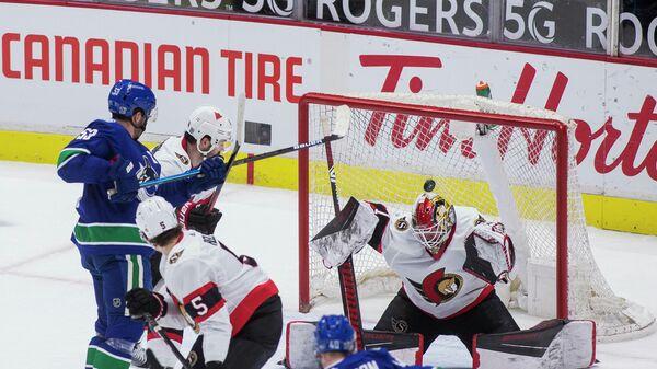 Игровой момент матча Ванкувер - Оттава