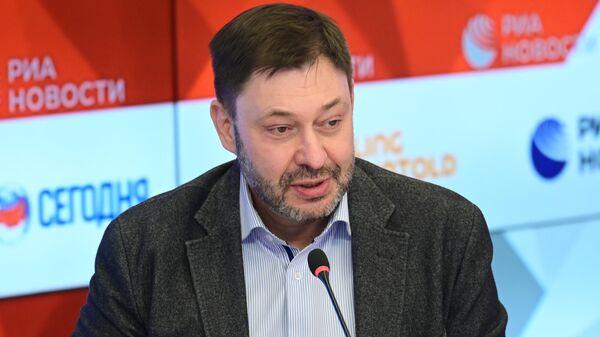 Исполнительный директор МИА Россия сегодня Кирилл Вышинский на пресс-конференции, посвященной презентации его книги Жил напротив тюрьмы...