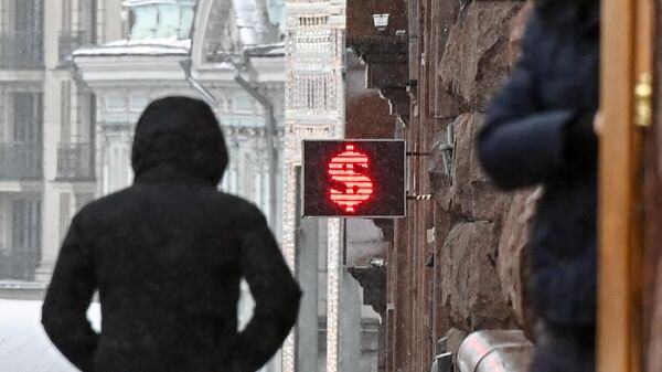 Электронное табло со знаком доллара в Москве