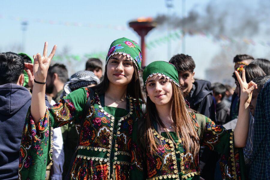 Девушки во время празднования Навруза в Диярбакыре