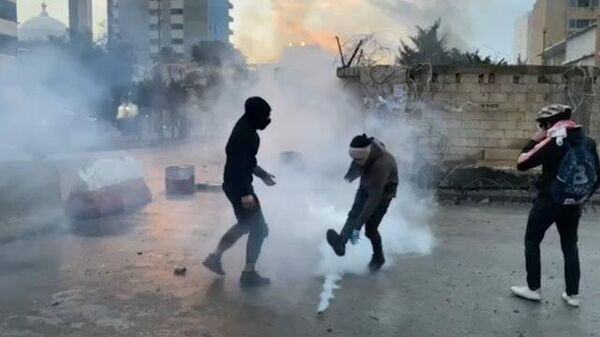 Беспорядки в Триполи: полиция пустила в ход слезоточивый газ
