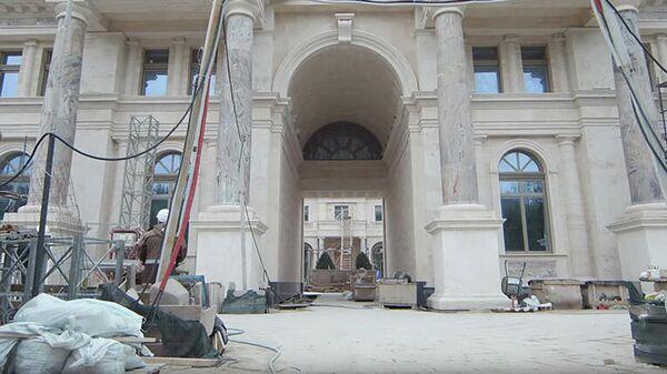 Кадр из видео Сказочный дворец: первая экскурсия по дворцу в Геленджике