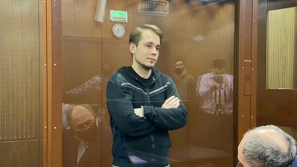 Олег Степанов, обвиняемый по делу о нарушении санитарно-эпидемиологических норм на несогласованной акции протеста 23 января в Москве, на заседании Тверского районного суда