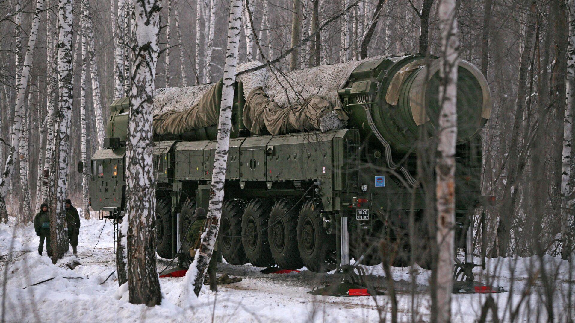 Ракетный комплекс Тополь на полигоне в Новосибирской области - РИА Новости, 1920, 03.02.2021