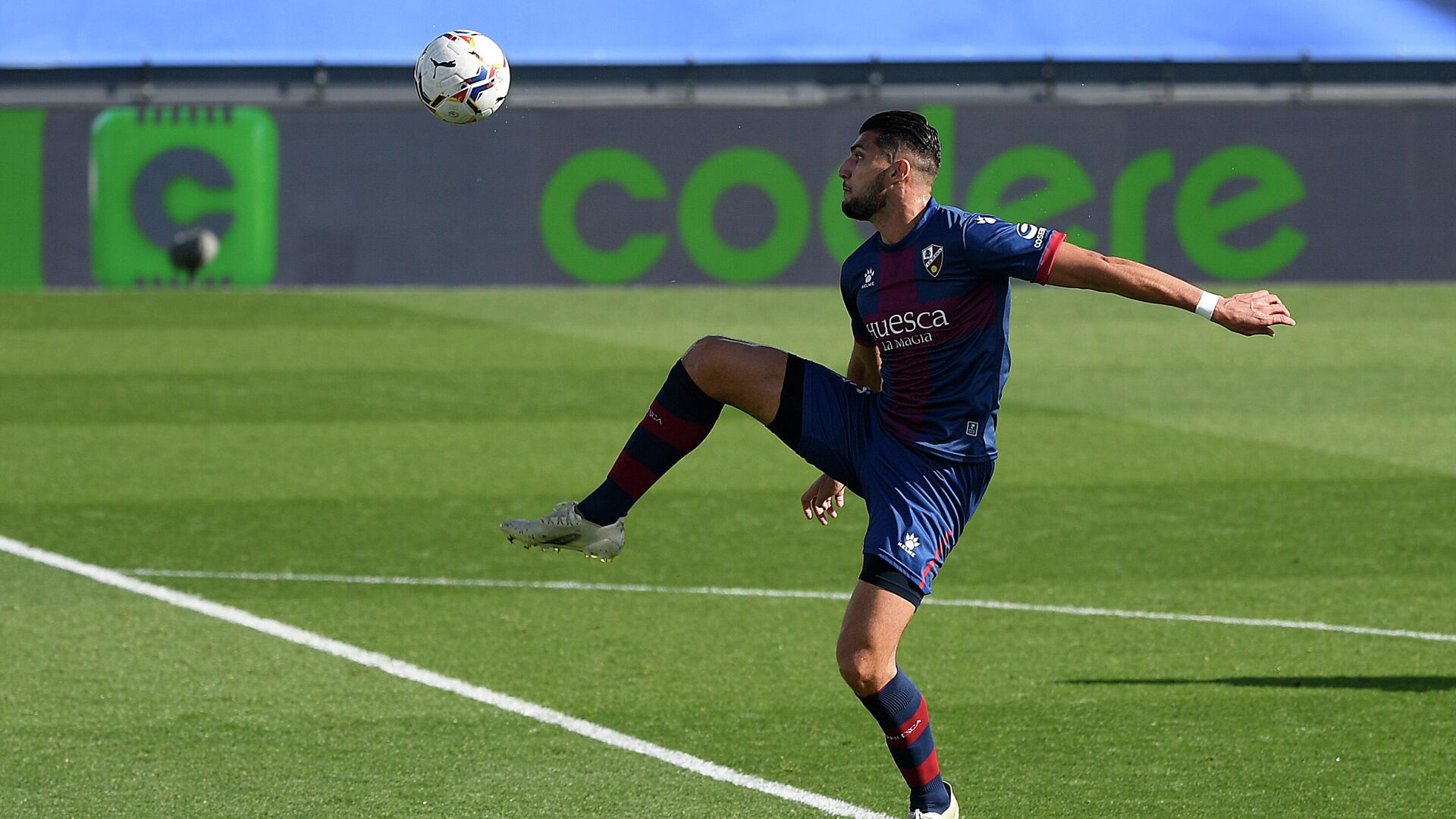Huesca's Spanish forward Rafa Mir controls the ball during the Spanish League football match between Real Madrid and SD Huesca at the Alfredo Di Stefano stadium in Valdebebas, northeastern Madrid, on October 31, 2020. (Photo by OSCAR DEL POZO / AFP) - РИА Новости, 1920, 30.01.2021