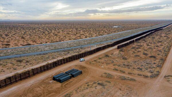 CNN: в США растет число задержаний нелегальных иммигрантов на границе