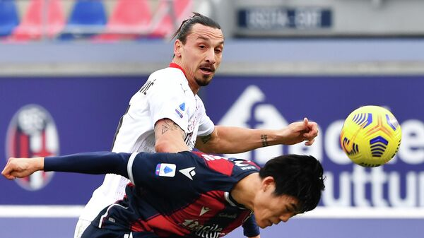 Bologna's Japanese defender Takehiro Tomiyasu (R) heads the ball past AC Milan's Swedish forward Zlatan Ibrahimovic during the Serie A football match between Bologna and AC Milan on January 30, 2021 at the Dall'Ara stadium in Bologna. (Photo by Alberto PIZZOLI / AFP)
