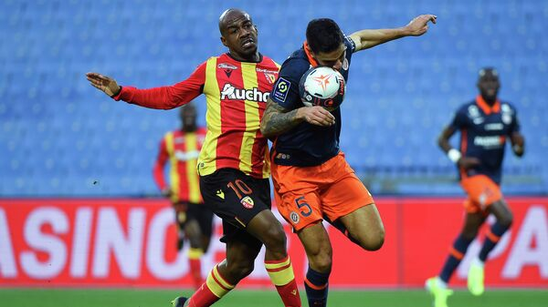 Montpellier's Portuguese defender Pedro Mendes (R) fights for the ball with Lens' Congolese midfielder Gael Kakuta (L)  during the French L1 football match between Montpellier and Lens at the Mosson stadium in Montpellier, Southern France on January 30, 2021. (Photo by Sylvain THOMAS / AFP)