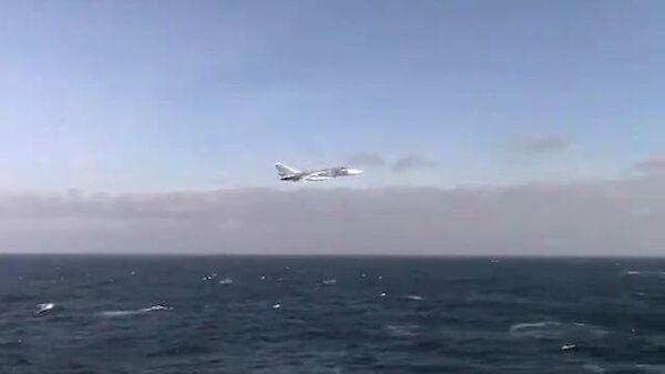 Полет Су-24 возле американского эсминца в Черном море попал на видео