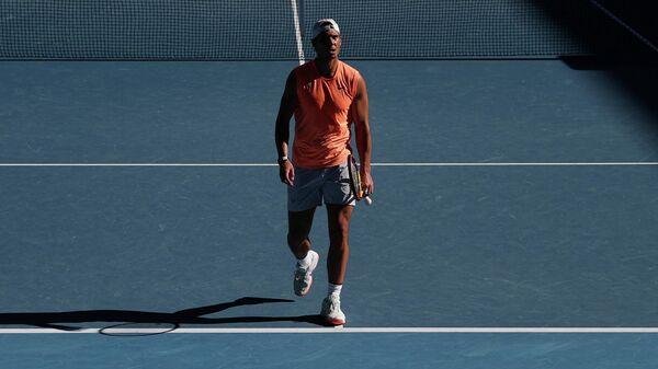 Испанский теннисист Рафаэль Надаль на тренировке