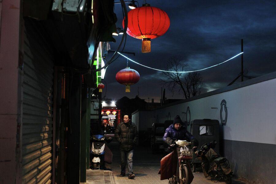 Мужчины на улочке пекинской хутуны